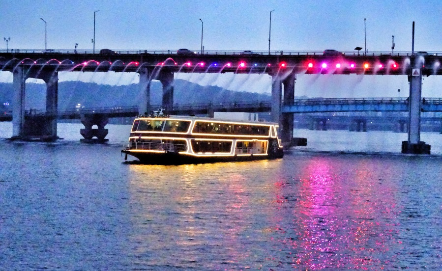 hangang river cruise everland banpo rainbow fountain bridge